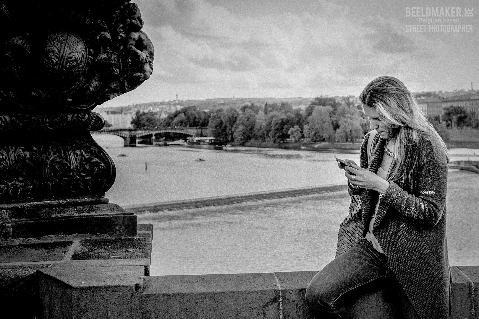 Prague -checking the message - © stefan migalski